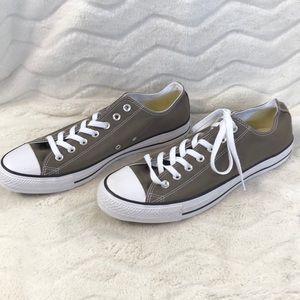 NWOT men's converse shoes